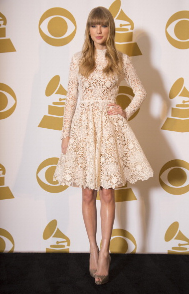 taylor-swifts-best-red-carpet--large-msg-135544001347